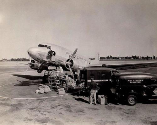 Loading PAG DC-3